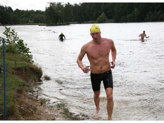 Petr Mužíček v cíli plavání